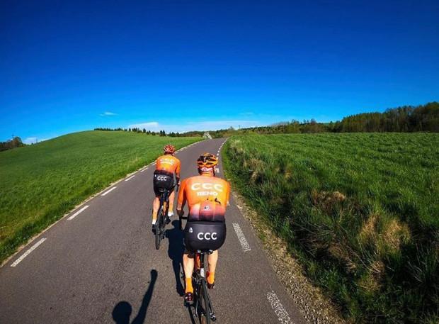Wielbicielami kaszubskich dróg są nie tylko miejscowi rowerzyści, lecz także sportowcy wyczynowi z różnych części Polski.
