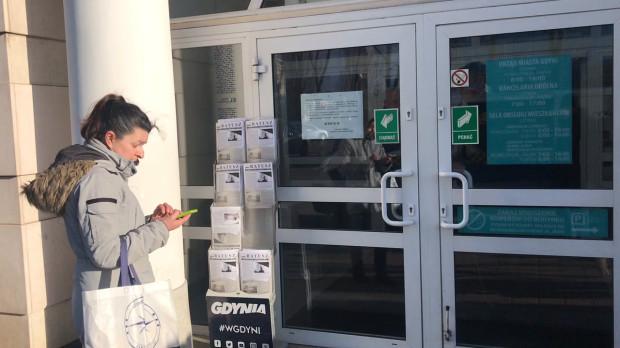 Od poniedziałku trójmiejskie urzędy powoli wracają do życia. Mieszkańcy znowu będą w nich mogli załatwiać sprawy osobiście. W tym w Gdyni dopiero od 1 czerwca.