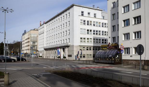 W Gdyni od poniedziałku zwiększy się liczba urzędników pracujących stacjonarnie.