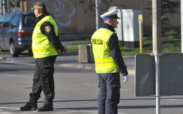 Strażnicy miejscy zostali oddelegowani do pomocy policji przy walce z koronawirusem. Samorządowcy chcą, by wrócili do swoich codziennych obowiązków. Zdjęcie ilustracyjne