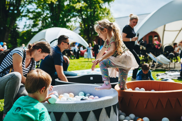 W tym roku Dzień Dziecka trzeba będzie spędzić z zachowaniem dystansu społecznego. Na zdjęciu: obchody 1 czerwca 2019 roku.