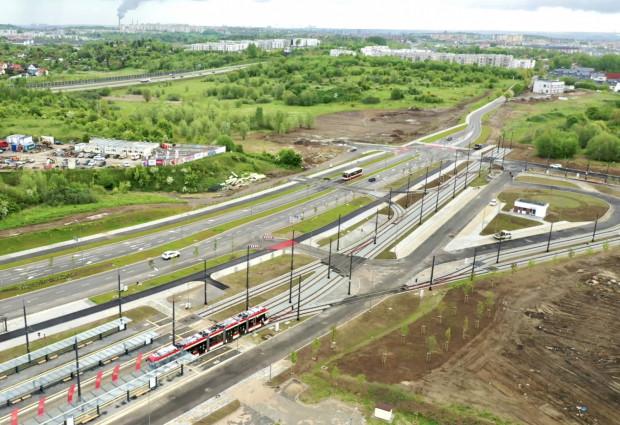 Docelowo trasa tramwajowa wzdłuż Nowej Warszawskiej ma się połączyć z al. Adamowicza. Na razie jednak nie wiadomo, kiedy uda się wyłonić wykonawcę nawet dla pierwszego etapu prac.