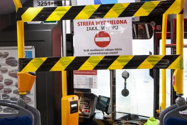 Znikną też strefy buforowe w przedniej części pojazdów. Obu zmianom sprzeciwiają się pracownicy przewoźników.