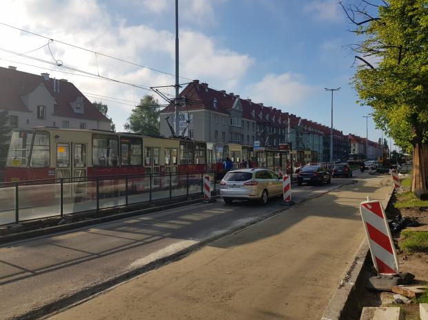 Trwa remont pasa na al. Hallera - w kierunku Brzeźna. Od poniedziałku na kierowców czekają kolejne zmiany.