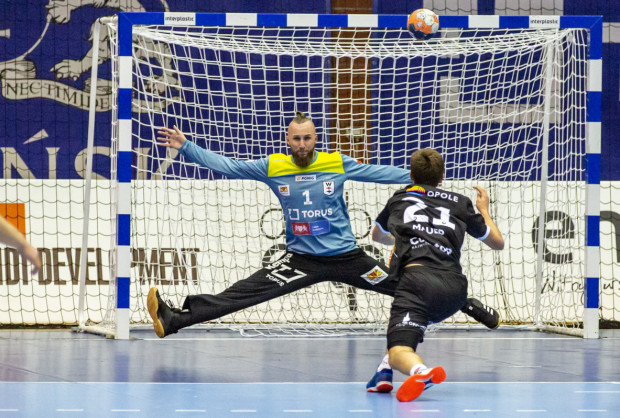 Paweł Kiepulski (w bramce) w Wybrzeżu spędził sezon po powrocie z Islandii. Teraz zagra we Włoszech.