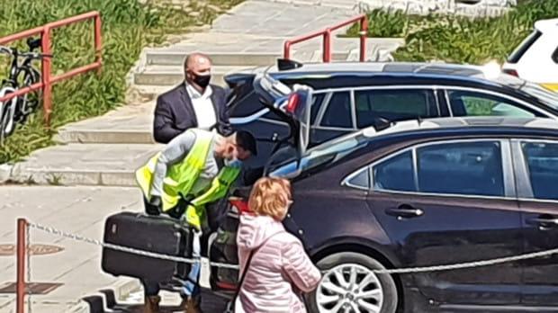 Broń gazowa została odnaleziona w aucie jednego z mężczyzn, który brał udział we wtargnięciu do siedziby spółdzielni.