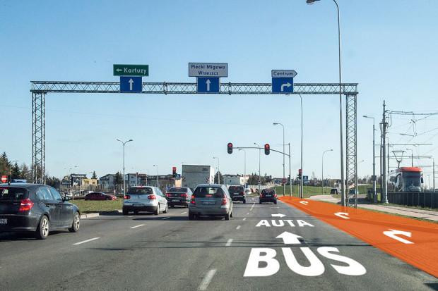 Na al. Havla powstanie dodatkowy pas do skrętu w prawo w al. Armii Krajowej, a istniejący pas do skrętu w prawo zostanie przekształcony w buspas, z którego będą mogły korzystać też auta, ale tylko te skręcające w prawo.