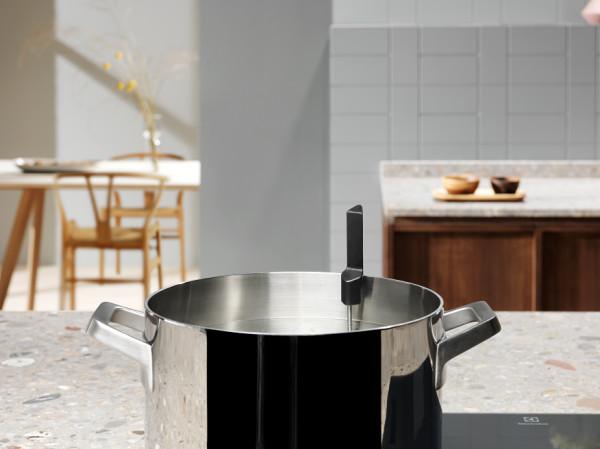 Dzięki bezprzewodowej termosondzie gotowanie na płycie indukcyjnej staje się znacznie łatwiejsze.