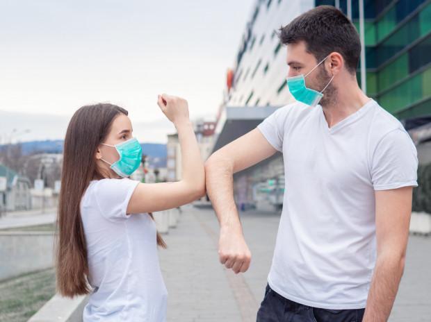 Zdaniem ekspertów ozdrowieńcy nie stanowią zagrożenia, a kontakt z nimi powinien napawać optymizmem, bo przypomina, że walkę z COVID-19 można wygrać.