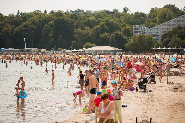 Co roku wśród turystów spędzających letnie wakacje na Pomorzu są mieszkańcy wszystkich rejonów naszego kraju. Niech w tym roku będzie podobnie.