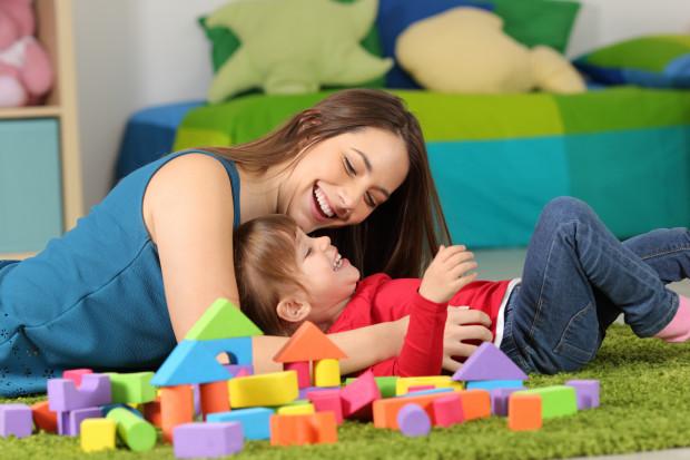 Niestety cały ten bałagan legislacyjny sprawił, że wielu rodziców korzysta obecnie z opieki na zdrowe dziecko na podstawie przepisów ogólnych, urlopu wypoczynkowego albo urlopu bezpłatnego.