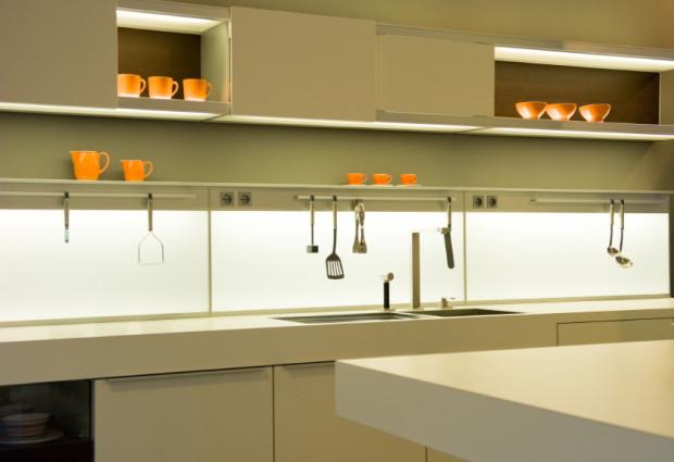 Laboratorium na wysoki po ysk kuchnia wn trza szk o - Revetement mural adhesif cuisine ...