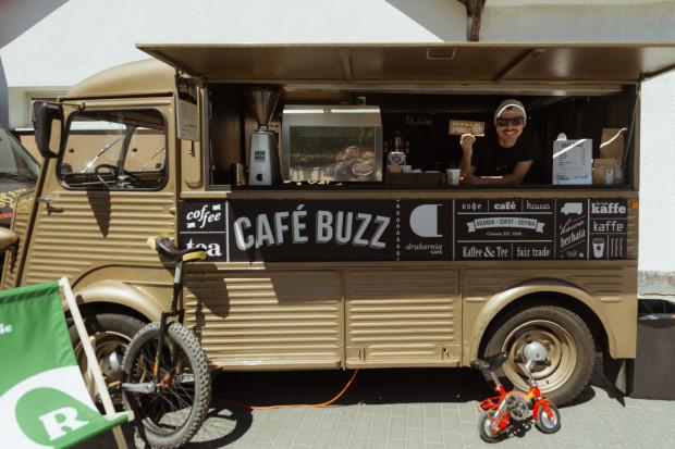 Od teraz w weekendy na rynku będą parkować także food trucki.