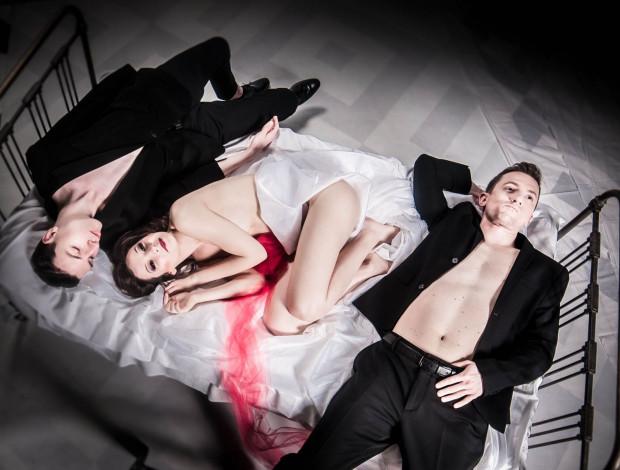 """Jak mówi dyrektor teatru, Krzysztof Babicki, spektakl """"Nastazja wychodzi za mąż"""" był prawie gotowy już w połowie marca."""
