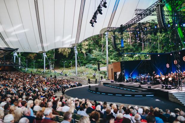 Koncert w Operze Leśnej odbędzie się z zachowaniem odległości wśród publiczności, która nie będzie usadzona tak gęsto jak dotychczas. Na zdjęciu: Koncert dla Mieszkańców - 110 lat Opery Leśnej, wrzesień 2019 r.