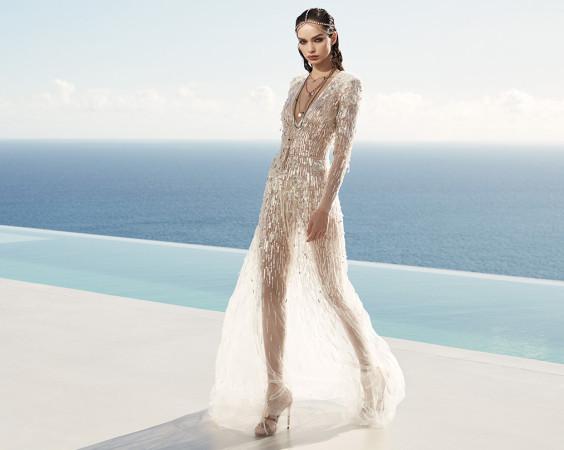 Czym kierować się przy wyborze idealnej sukienki na lato? Przede wszystkim materiałem, jakością wykonania i własnym stylem. Po drugie - modą. Najlepiej zestawić ponadczasowe modele z modnymi dodatkami.