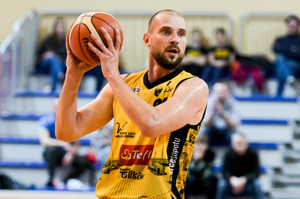 Paweł Leończyk w ostatnim sezonie zdobywał średnio 12,1 punktu i notował 6,5 zbiórki oraz 2,5 asysty. To najlepszy wynik w jego karierze.