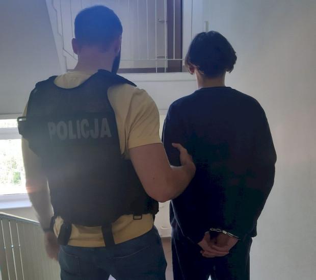 """Zatrzymany 16-latek już wcześniej był zatrzymywany w sprawach oszustw metodą """"na policjanta""""."""