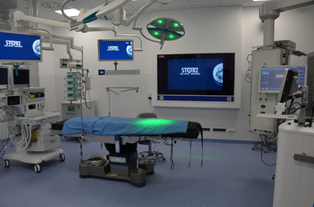 Sala do zabiegów endourologicznych została wyposażona w sprzęt najwyższej jakości, dzięki czemu znacznie poszerzyła się oferta świadczonych w Szpitalu św. Wojciecha usług medycznych.
