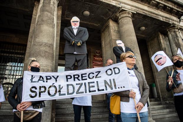 Protest mieszkańców SM Ujeścisko pod Prokuraturą Okręgową w Gdańsku.