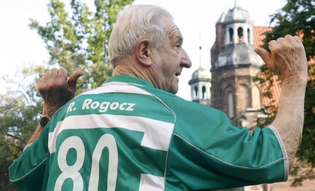 Roman Rogocz (ur. 9 sierpnia 1926 w Chorzowie, zm. 7 lutego 2013) był legendarnym napastnikiem Lechii Gdańsk. Teraz będzie patronem gdańskiego tramwaju.