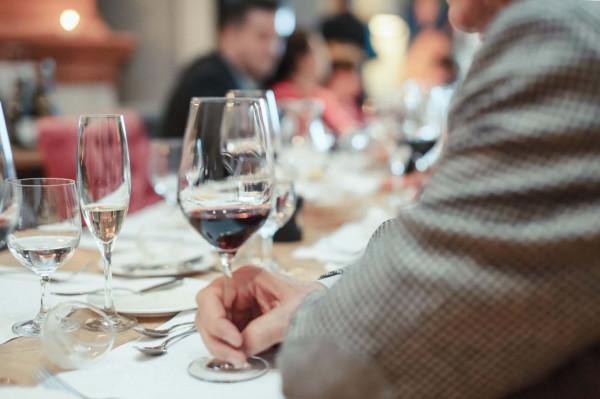 Cena jest ważna, ale nie zawsze świadczy o jakości wina. Kupując je, kierujmy się nie tylko zasobnością portfela, ale przede wszystkim naszym smakiem.