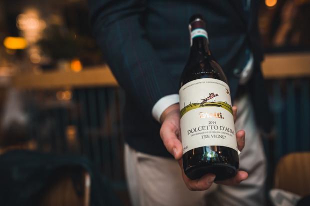 Wgłębienie na dnie butelki świadczy o jakości wina? Niekoniecznie.