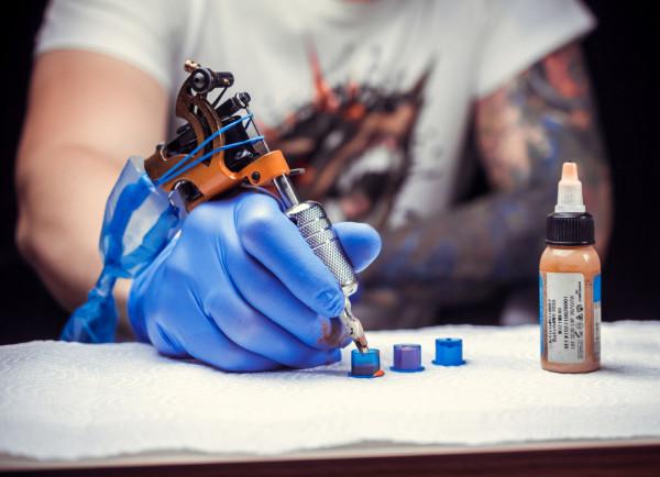 Od 6 czerwca znowu mogą funkcjonować studia tatuażu.