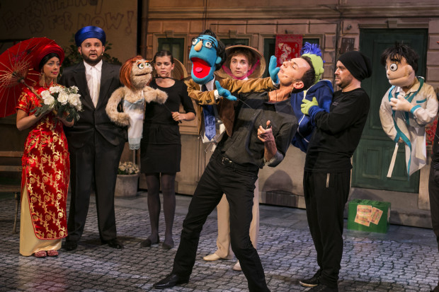 """Na Dużą Scenę z Nowej Sceny trafi latem m.in. brawurowy musical """"Avenue Q"""". Spektakl oglądać można od 7 do 9 sierpnia."""