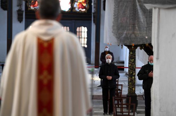 Pandemia koronawirusa zmieniła rzeczywistość również w obrządkach kościelnych. W tym roku obchody Bożego Ciała będą skromniejsze.
