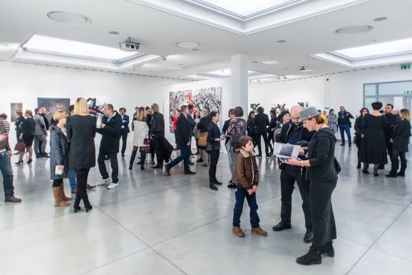 Na terenie Państwowej Galerii Sztuki w Sopocie znajdują się trzy wyodrębnione sale, każda o powierzchni 400 m kw.