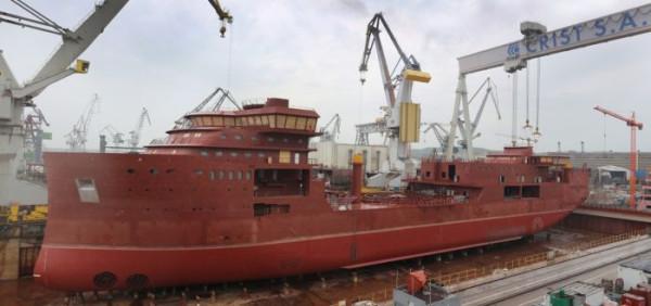 Statek jest przystosowany do pracy w trudnych warunkach pogodowych, przy jednoczesnym zachowaniu wysokich zdolności manewrowych i utrzymywaniu pozycji.