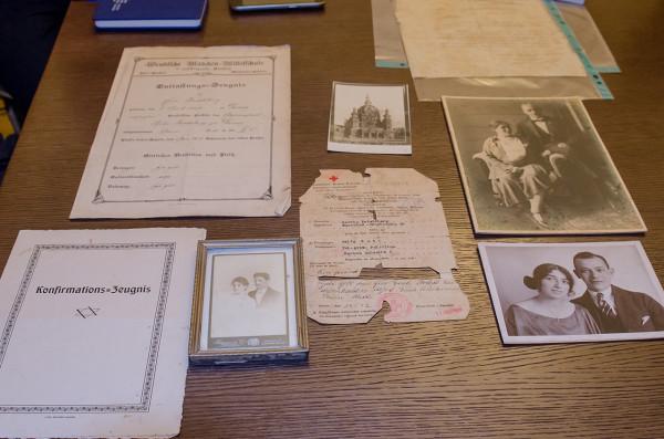 Niektóre z ponad 100 pamiątek rodzin Katzów i Friedebergów.