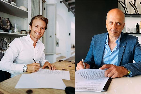 Podpisanie umowy - Nico Rosberg i Francis Lapp, prezes stoczni Sunreef Yachts.