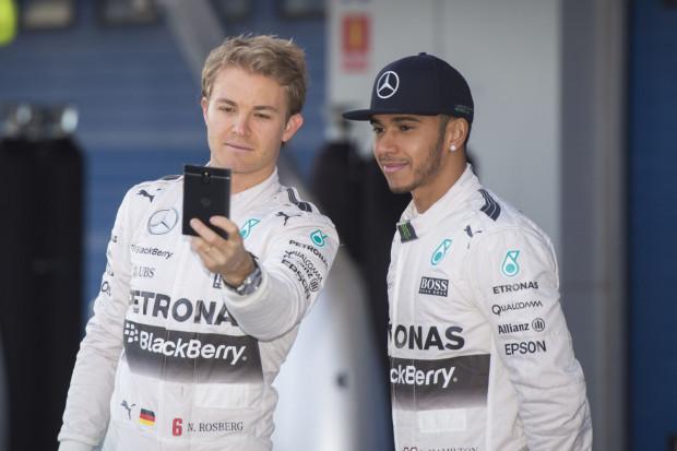 Nico Rosberg i Lewis Hamilton - kierowcy Mercedesa.
