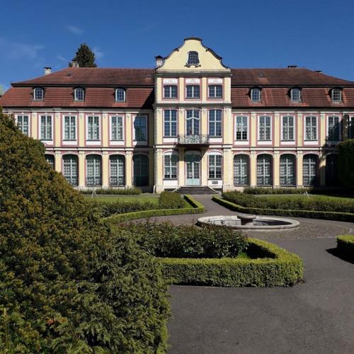 Pałac Opatów położony jest w jednym z najpiękniejszych miejsc w Trójmieście - parku Oliwskim. Dzięki temu do muzeum trafiają często przypadkowi turyści, którzy nie planowali wizyty w galerii sztuki.
