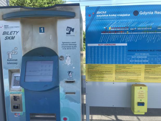 Na przystanku SKM Redłowo bilety można kupić jedynie w automacie.
