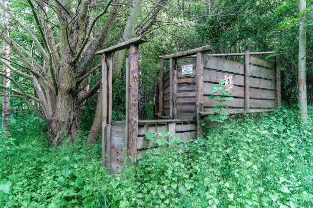 Jednym z elementów inwestycji w parku będzie rozbiórka starych, drewnianych konstrukcji.