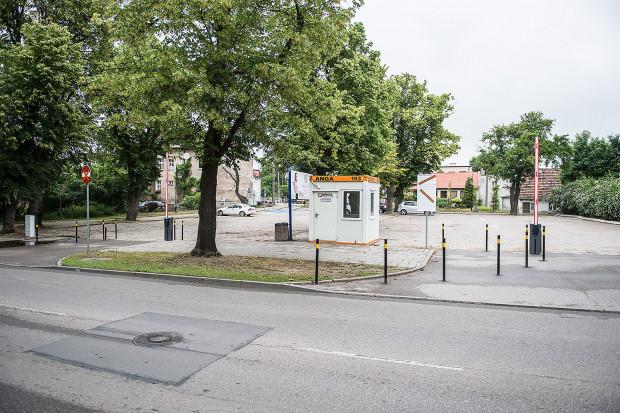 Parking przy ul. Kaplicznej w Jelitkowie.