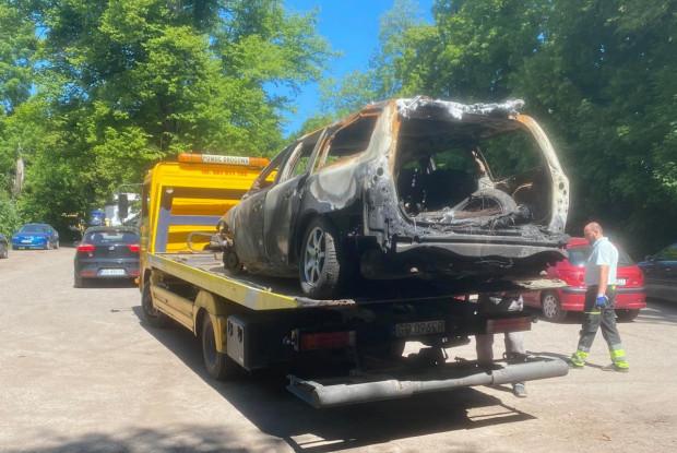 Dopiero gdy wrakiem przy ul. Kartuskiej zainteresowali się lokalni zbieracze złomu, pojawił się jego właściciel, który usunął pojazd.