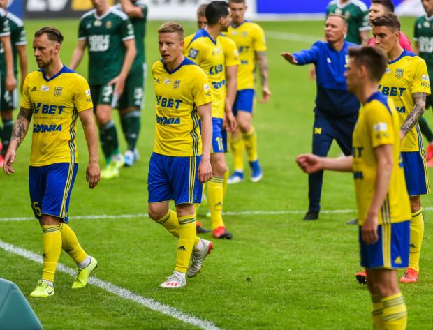 Adam Danch (pierwsz z lewej) strzelił gola już w 1. minucie, ale potem Arka Gdynia nie miała wiele do powiedzenia w Warszawie.