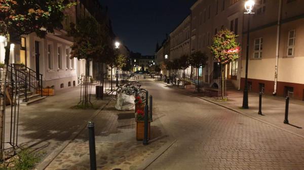 Mieszkańcy obawiali się imprez do białego rana, ale w czwartek, ok. godz. 23, deptak na Wajdeloty świecił totalnymi pustkami.