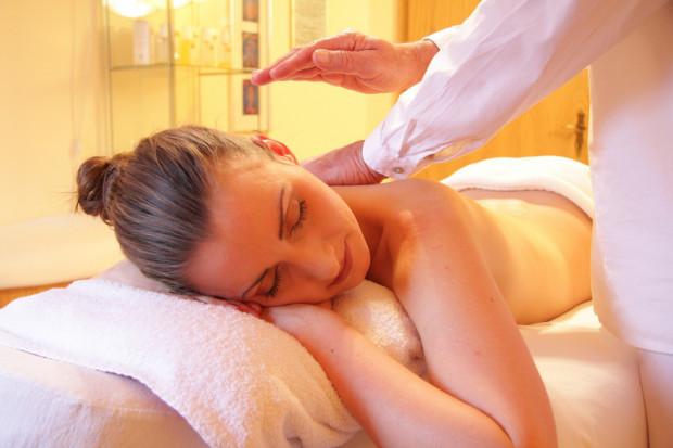 W przedślubnym zabieganiu czasem trudno znaleźć chwilę dla siebie. Relaksujący masaż na pewno sprawi przyszłej Pannie Młodej wiele przyjemności.