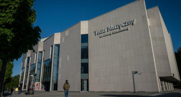 Planowany remont korytarzy Teatru Muzycznego miałby zakończyć się we wrześniu.