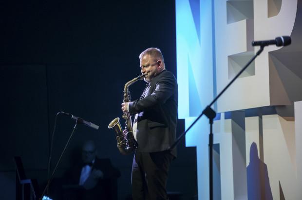 Mikołaj Trzaska to jeden z najbardziej znanych polskich kompozytorów muzyki filmowej. Gdański muzyk przede wszystkim kojarzony jest z filmami Wojtka Smarzowskiego.