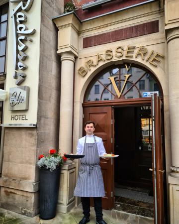 Na gości w restauracji czeka sezonowe menu autorstwa nowego szefa kuchni, Wojciech Rabiega.