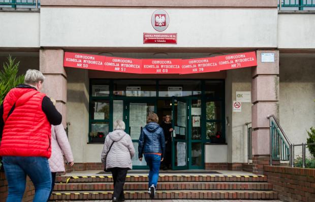 """Władze Gdańska wskazują, że """"dużym wyzwaniem"""" będzie zorganizowanie siedzib kilku komisji w jednym miejscu i czekają na wytyczne z sanepidu dotyczące wyborów."""