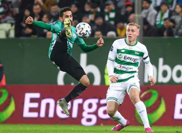 Kristers Tobers podkreśla, że w Lechii szybko poczuł chemię z zespołem. Jego obecność na boisku służy biało-zielonym, którzy z Łotyszem w składzie tracą mniej goli.