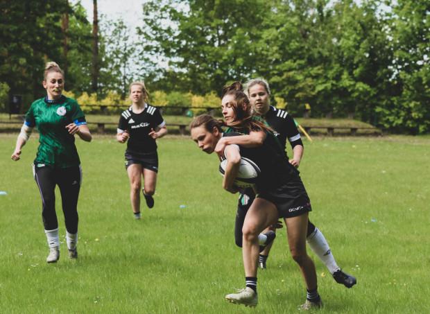 Zmniejszenie liczby turniejów mistrzostw Polski w rugby kobiet o połowę sprawia, że Biało-Zielone Ladies Gdańsk praktycznie już mogą przyjmować gratulacje za zdobycie 10. tytułu z rzędu.