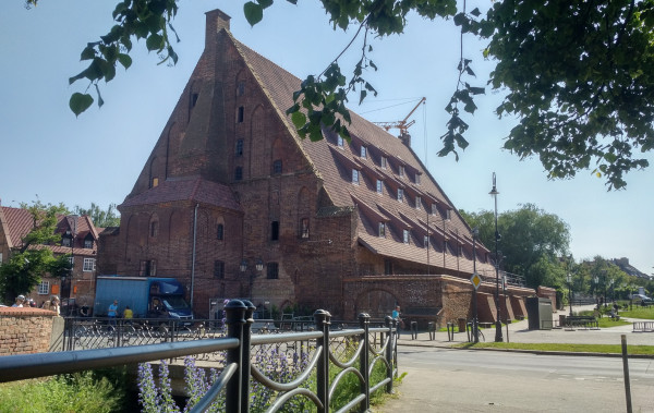 W Wielkim Młynie powstaje Muzeum Bursztynu. 28 czerwca 2021 r. przyjmie pierwszych gości.